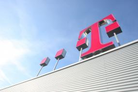 CeBIT 2017 - Deutsche Telekom stellt Narrowband Internet of ...